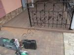 монтаж из террасной доски Good Cover линейки Премиум, на веранду перед домом, коричневый цвет