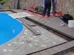 монтаж и укладка декинга вокруг бассейна и рядом