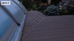 укладка террасной доски во дворе в частном доме вокруг закрытого бассейна