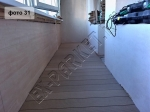 монтаж террасной доски из ДПК на балкончике в квартире